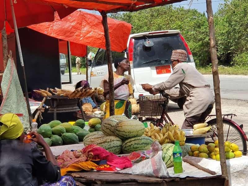 טיול בשוק האיכרים בזנזיבר
