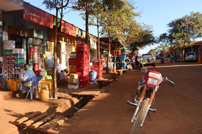 שוק מקומי בטיול בספארי בטנזניה