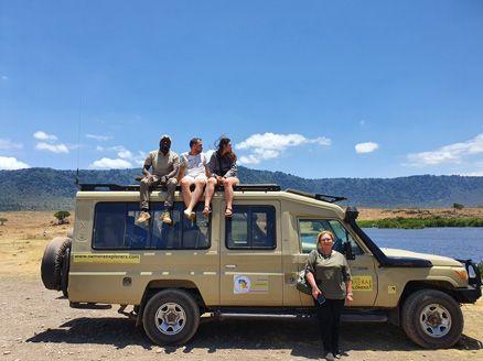 מתנדבים ומטיילים באפריקה עם רייצ'ל