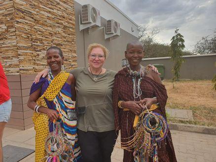 לטייל ולהתנדב באפריקה- מטיילים עם רייצ'ל