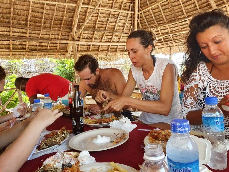 ארוחת צהרים בטיול לספארי בלו